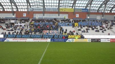 Pourquoi certains supporters du GF38 ont-ils quitté le stade en plein match ?