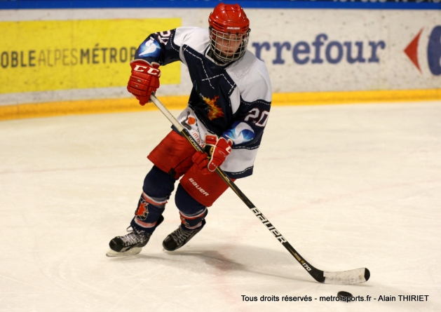 Brûleuses de Loups : le hockey féminin se (re)fait tout doucement sa place à Grenoble