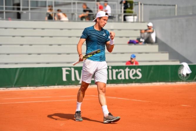 Corentin Denolly passe le premier tour de qualif' à Roland Garros !