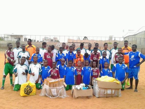 Récolte de matériel de foot pour un club à Dakar