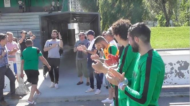 Les joueurs de l'AC Seyssinet ont rendu hommage à Grégory Bardaro