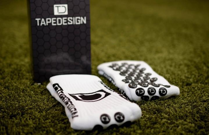 Les Chaussettes anti-dérapantes TapeDesign : pour de meilleurs appuis et pour en finir avec les ampoules