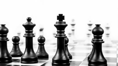 Un jeune russe de 18 ans bat le champion du monde des échecs